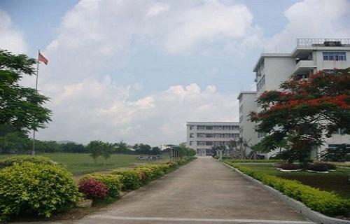 上海石化工业学校